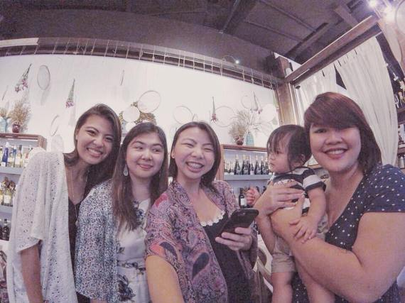 millennial blissmakers represent! (L-R: Kim, yours truly, Tiffy - thanks for this photo!, and RJ with her baby)